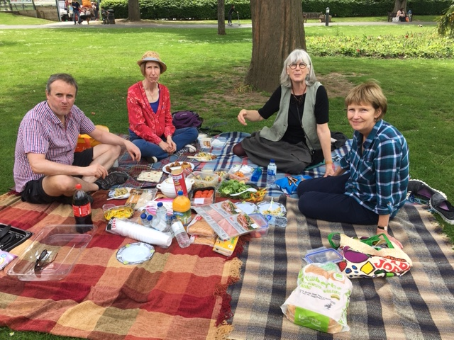 /media/news/library/scs-picnic.jpg